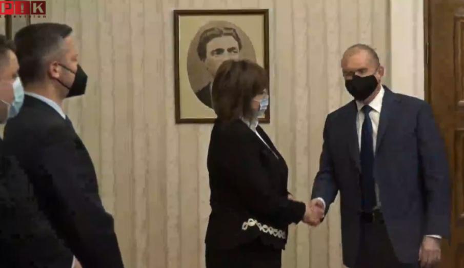 Ето схемата, по която мафията ще се спаси от правосъдието - Румен Радев е поставил едно условие пред Корнелия Нинова