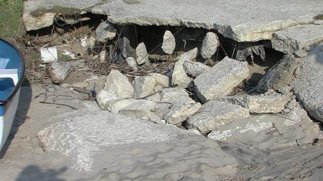 Фекални води се изливат на плажа в Обзор