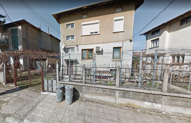 ШОК! Психично болен мъж опита да убие със сабя родителите си във Враца