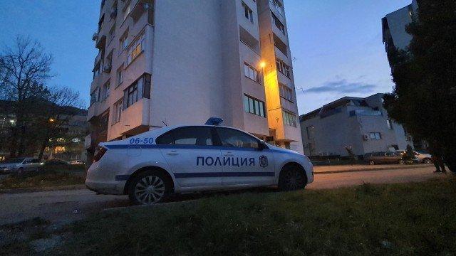 Случаят с мъртвата млада жена, открита в жилище във Враца, продължава да е мистерия
