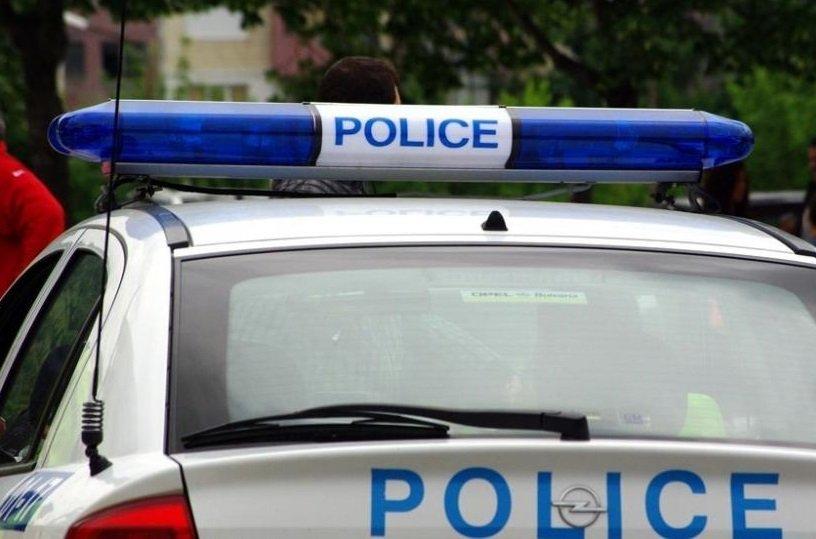 Кола падна в дере по пътя София-Варна, има задръстване