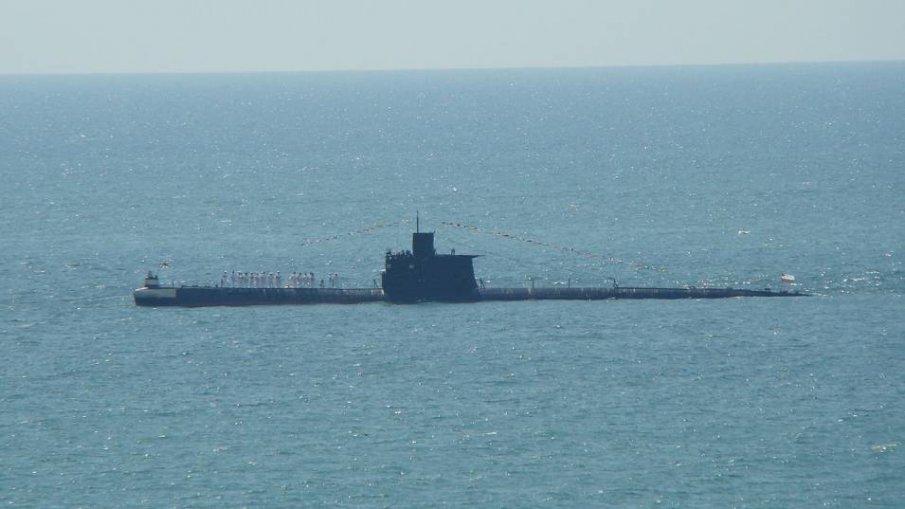 Изчезналата индонезийска подводница вероятно е на 700 метра дълбочина