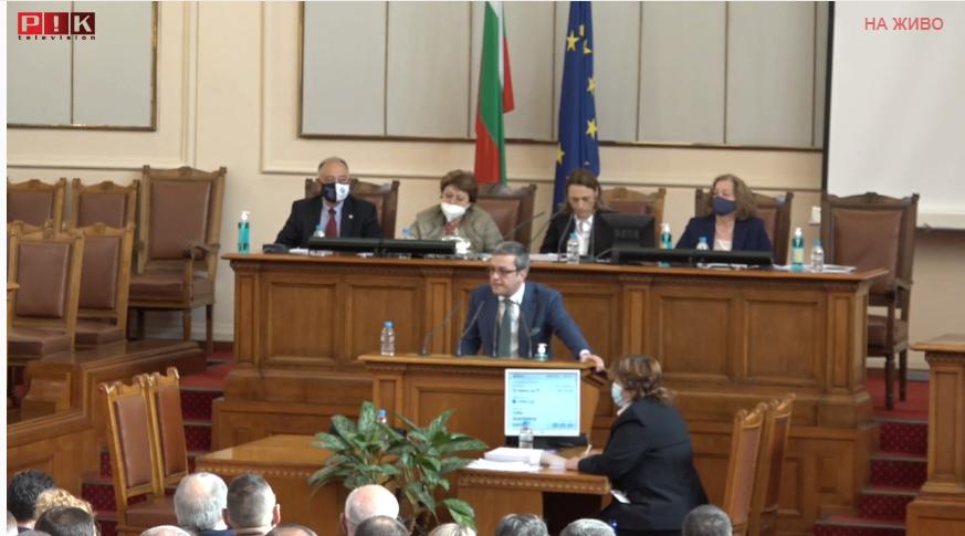 ПЪРВО В ПИК TV! Тома Биков попиля от парламентарната трибуна Радев и служебния му кабинет: Скатавки! Президентът е изнежен, станахме като Листопад (ОБНОВЕНА)
