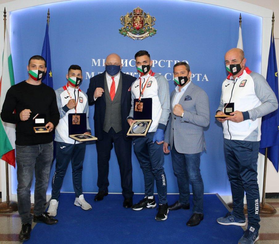 Красен Кралев награди медалистите от световното първенство по бокс за младежи и девойки