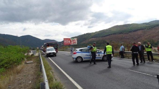 МЕЛЕ ДО КАЛОТИНА: Шофьор загина след удар в самосвал