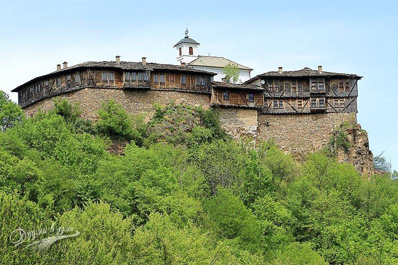 Гложенският манастир Св. Георги Победоносец отбелязва храмовия си празник