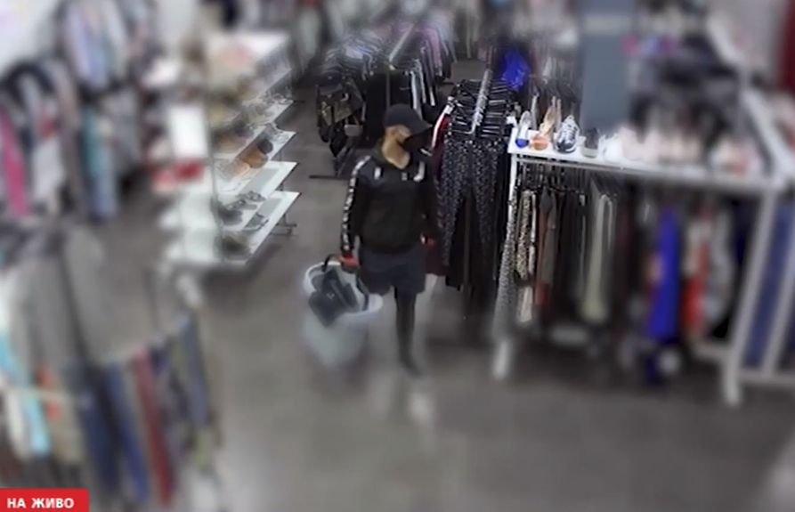 ДЪРЗЪК ОБИР: Маскиран задигна оборота на столичен магазин