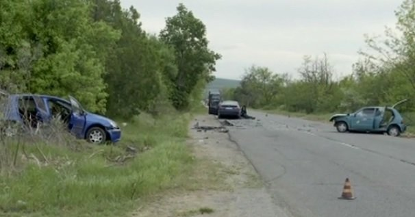 Три коли катастрофираха край Ракитница, един е тежко пострадал