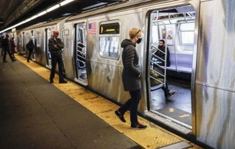 ПИЛОТНА ПРОГРАМА! В Ню Йорк започват да ваксинират и в метрото