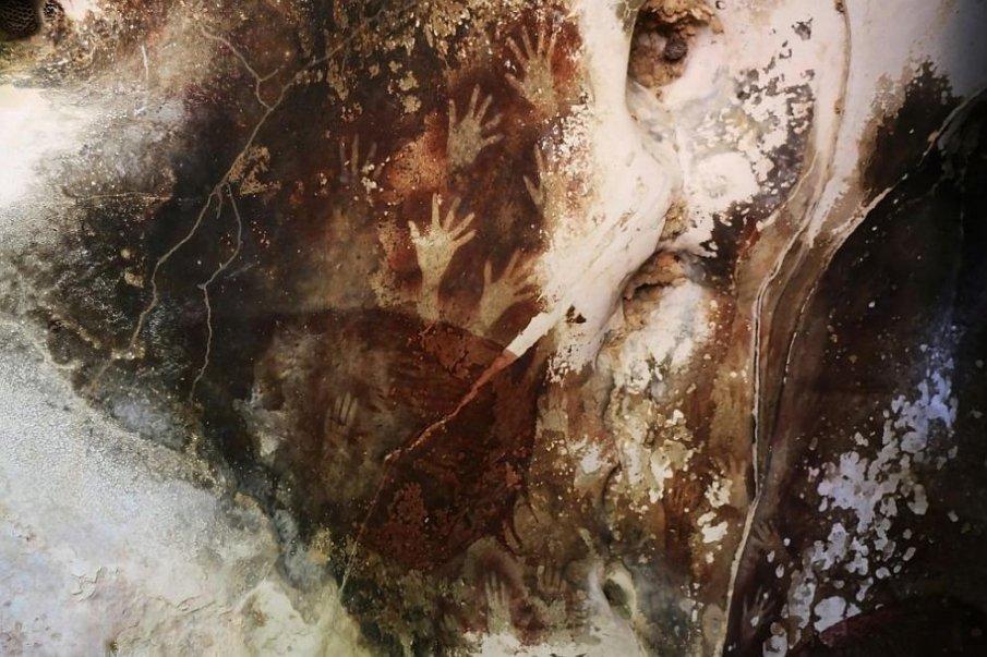 Руши се най-древната скална живопис на Земята