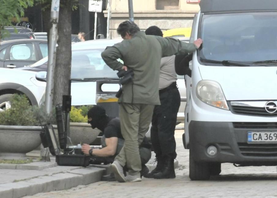 Суматоха край БНБ, изоставен багаж подгря антитерористите