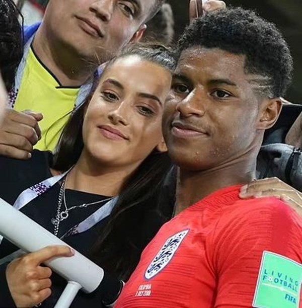 РАЗЛЪКА: Звезда на Манчестър Юнайтед се раздели с училищната си любов