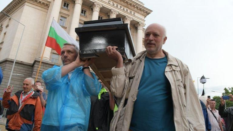 Тъжно е, че българската култура посреща 24 май с министър-мутра