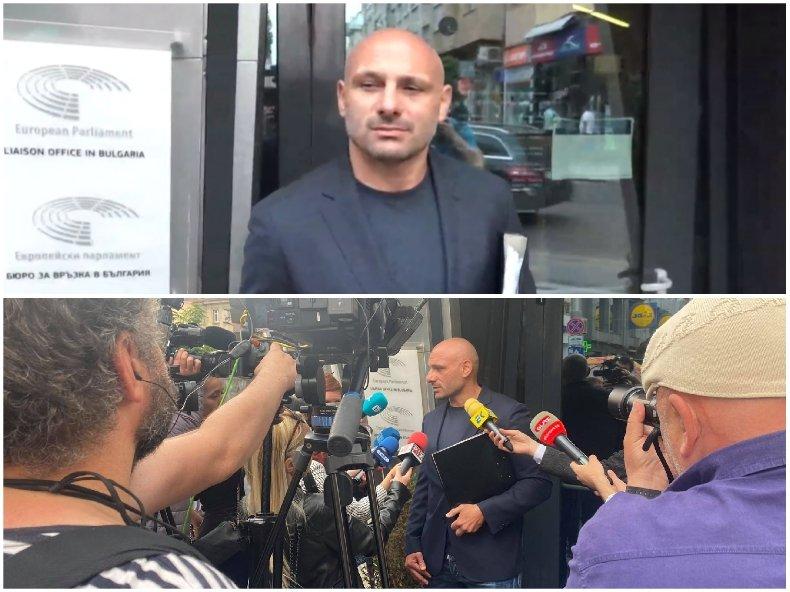 ИЗВЪНРЕДНО В ПИК TV: Стъки и над 4000 българи с писмо до ЕК срещу полицейски тормоз на Бойко Рашков. Слави избяга, доказа, че е марионетка на Радев и ДПС (ВИДЕО/ОБНОВЕНА)