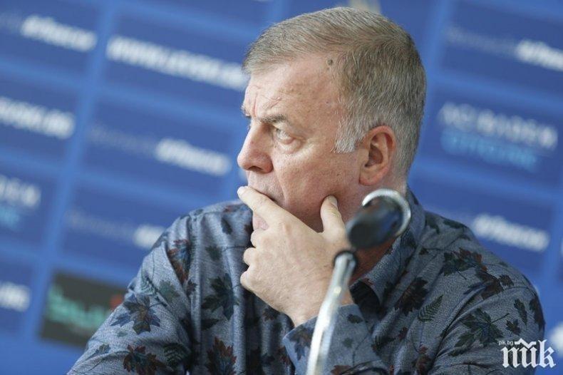 Какво се случва с Левски? Сираков отговаря на ключови въпроси скоро...