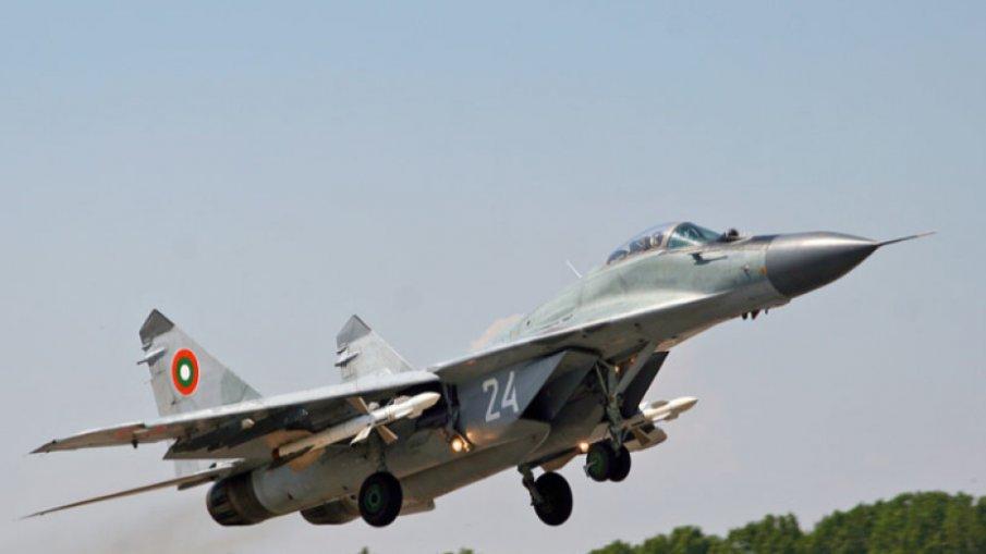 ОТ ПОСЛЕДНИТЕ МИНУТИ: Открити са части при издирването на падналия МиГ-29