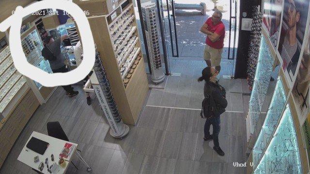Нагъл крадец сви очила за 800 лева от софийска оптика