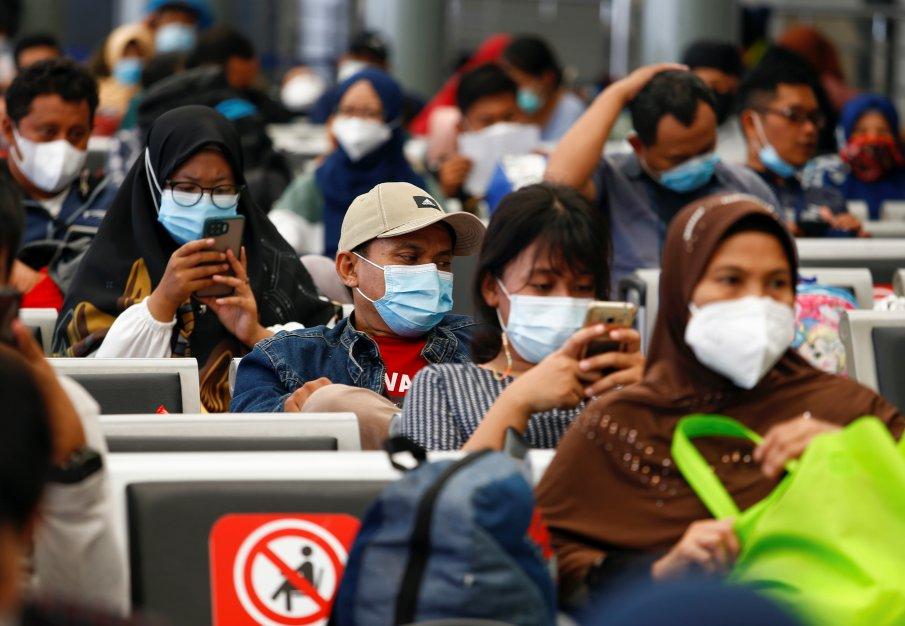 Индонезия удължи мерките заради взрив на COVID-19