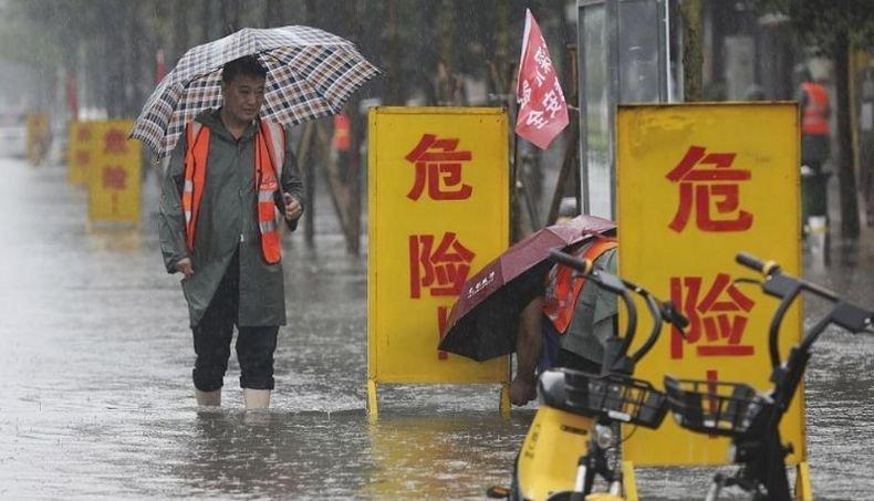 Броят на жертвите на наводненията в Китай продължава да расте