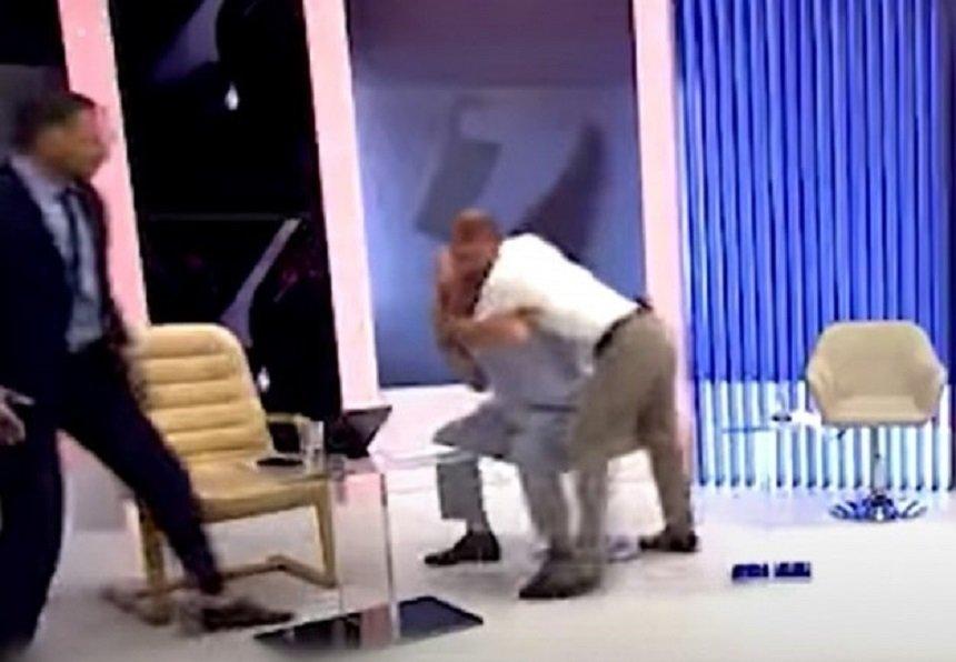 ГОРЕЩИ СТРАСТИ: Молдовски политици се сбиха в ефир (ВИДЕО)