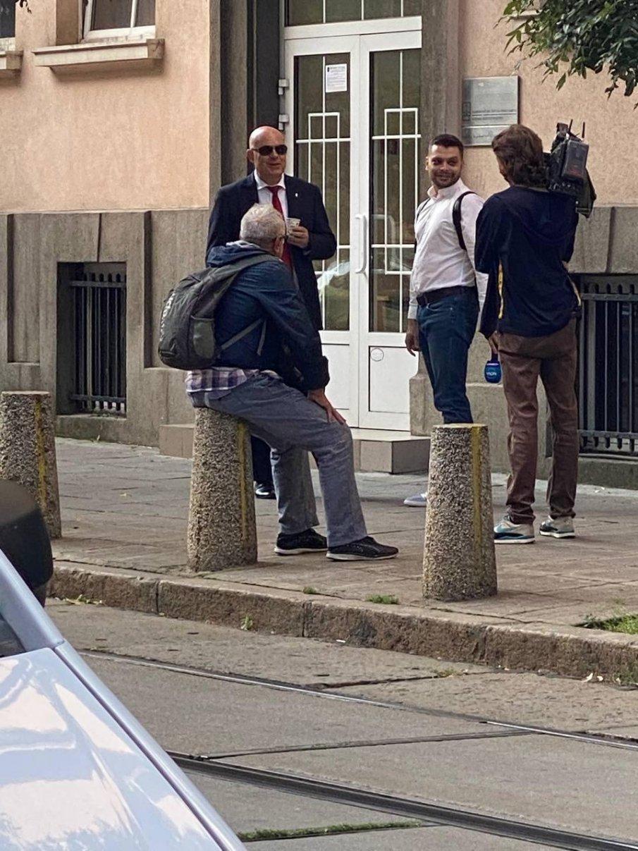 ГОРЕЩО В ПИК: Гешев пие кафе с журналисти пред ВСС, Дионисий и Гошо Тъпото се скриха от него (СНИМКИ)