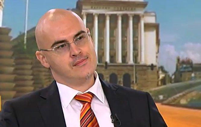 ОТЛЮСПИХА ГО! ИТН: Петър Илиев вече е затворена страница за партията на Слави
