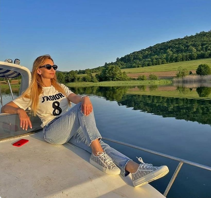 ЖЕНАТА-ТЯЛО: Малина изпраща лятото в Гърция (СНИМКА)