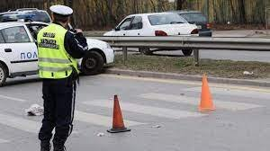 Кола и камион блъснаха пешеходка в Стара Загора, с опасност за живота е