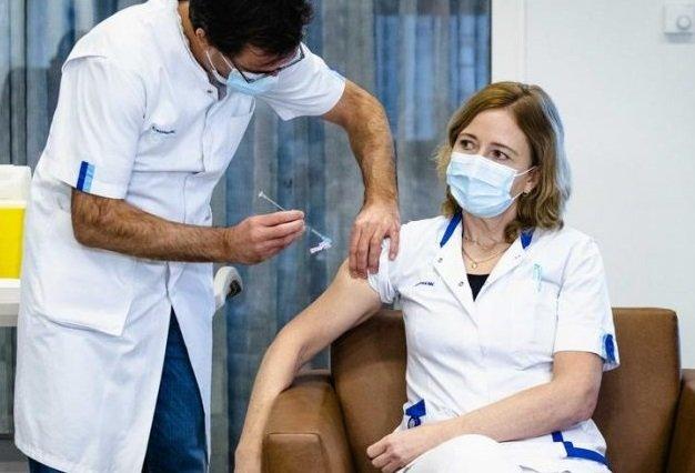 От утре е задължително ваксинирането за здравните работници във Франция