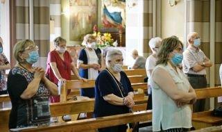 Оставят без заплати свещениците в Кипър, които проповядват против ваксинирането