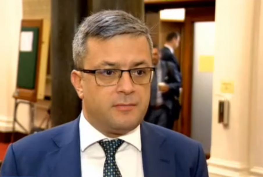 Тома Биков: Със своя политически проект Радев ще се опита да се освободи от част от партиите на протеста