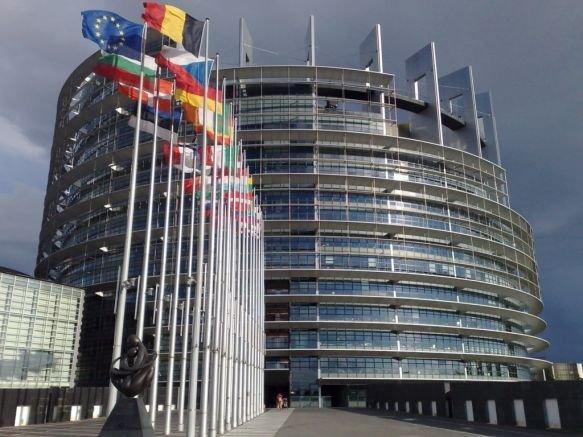 ЕС: България и Малта трябва да се откажат от златните паспорти