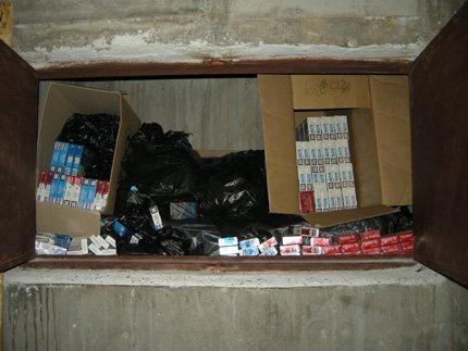Откриха контрабандни цигари, замаскирани под тапицерията на мебели