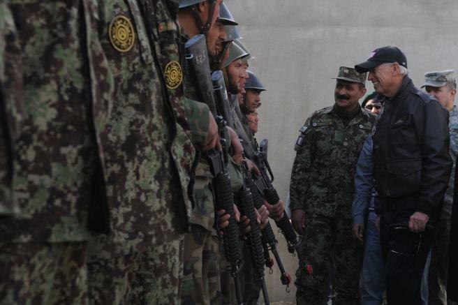 Блинкен и Остин безуспешно разубеждавали Байдън за изтеглянето от Афганистан