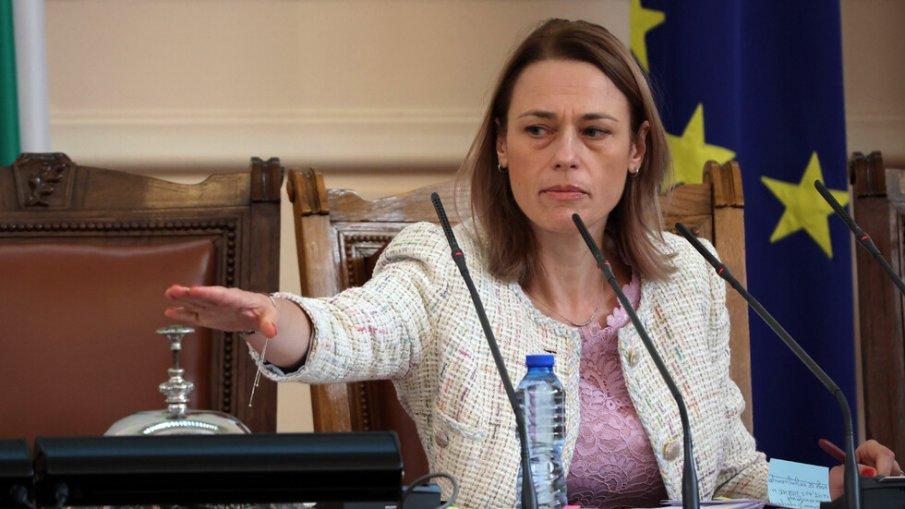 Парламентът влезе в режим на закрито заседание