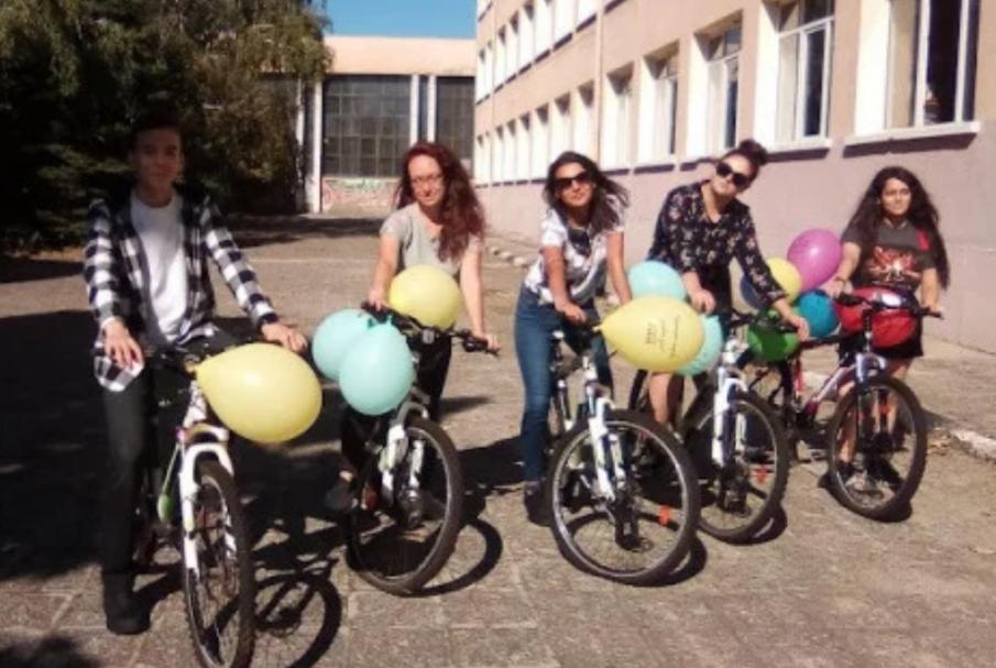 Ученици от Карлово яхнаха велосипеди за първия звънец