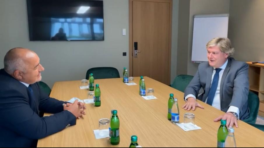 Лидерът на ЕНП удари рамо на Бойко Борисов и ГЕРБ