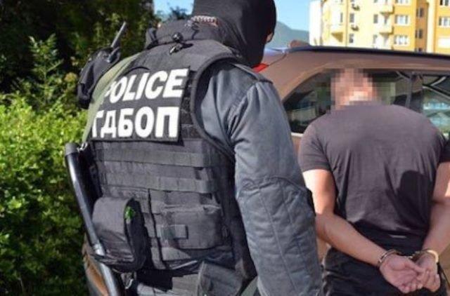 Закопчаха тийнейджъри с наркотици при акция в Горна Оряховица