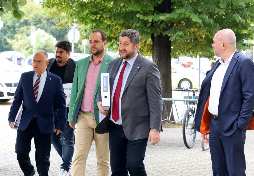 НОВ ШОК ВДЯСНО: Ще остане ли Демократична България без листа в Стара Загора. Развръзката предстои