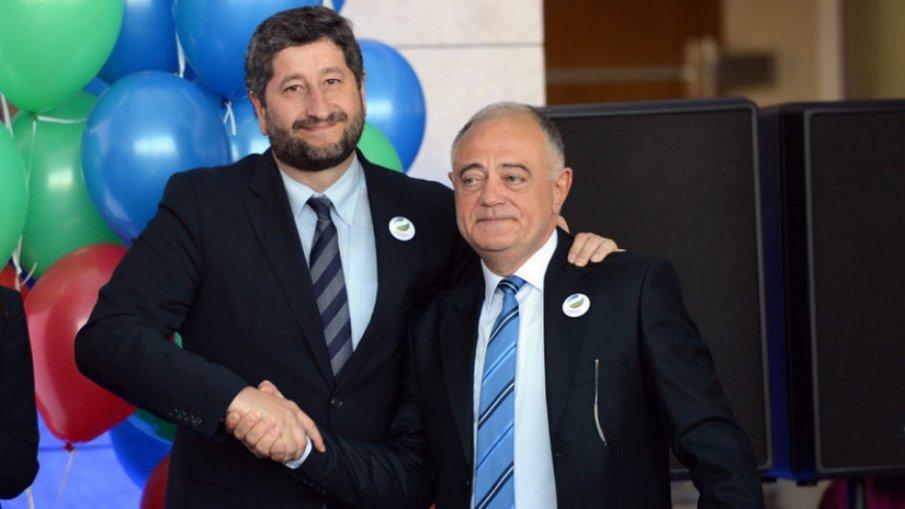 ЕКШЪНЪТ В ДБ СЕ РАЗГАРЯ: Столичната организация на ДСБ иска оставката на лидера Атанас Атанасов