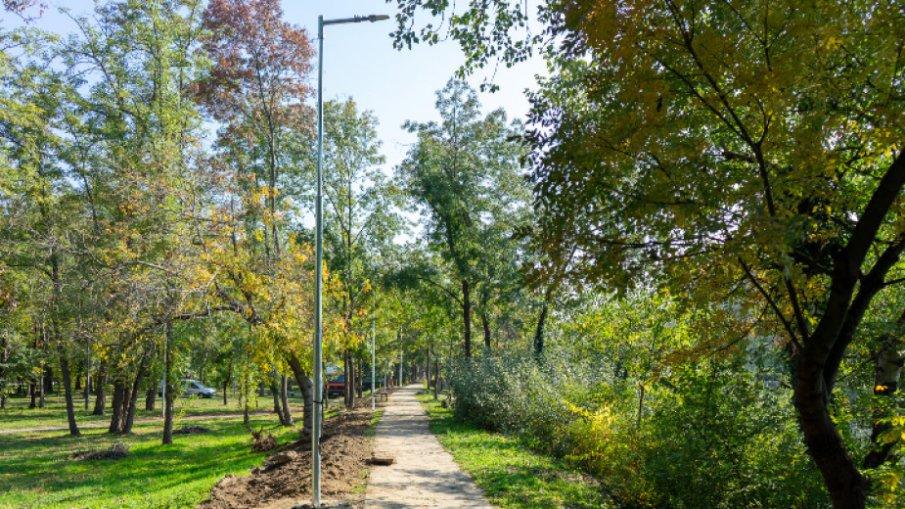 Крайречната алея в градския парк на Ямбол ще бъде осветена