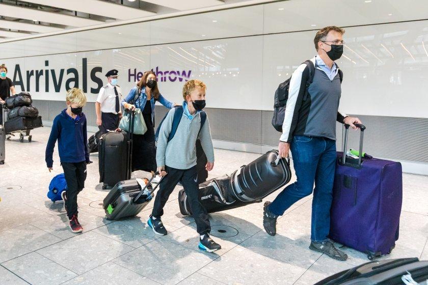 От днес пристигащите в Англия ще могат да си правят