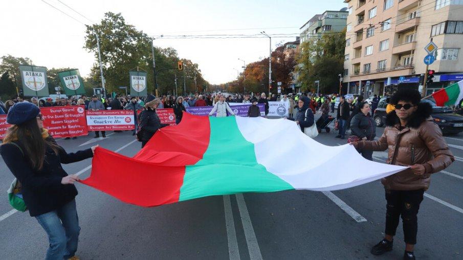 Протест блокира Орлов мост срещу Радевия зелен сертификат. Хората са