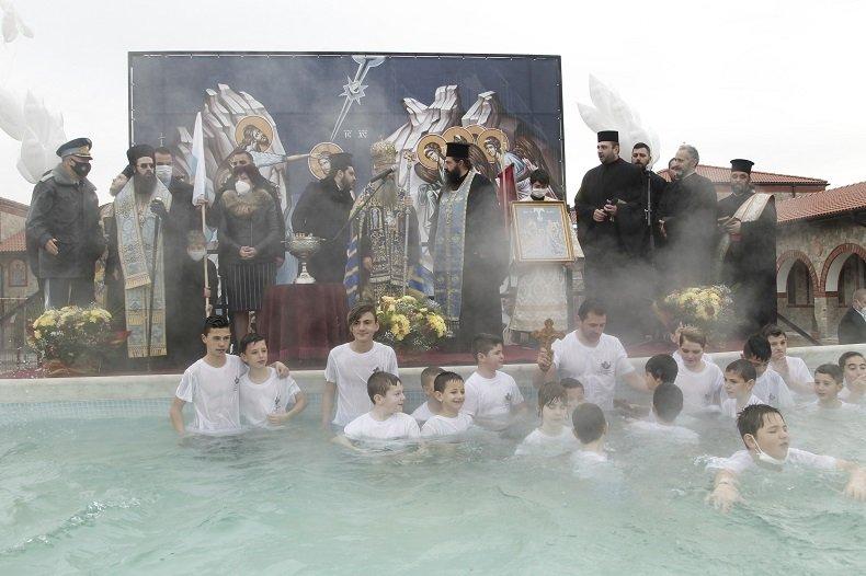 Цвета Караянчева присъства на Богоявленския ритуал в Кърджали (СНИМКИ)