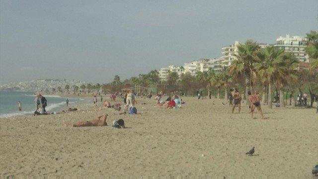 Студен фронт замени летните жеги в Гърция