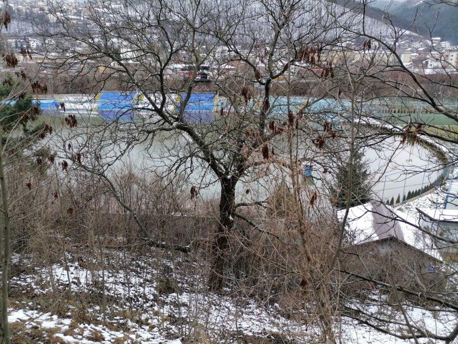 Тоновете боклуци в Своге: Чистят ги като се оттече водата