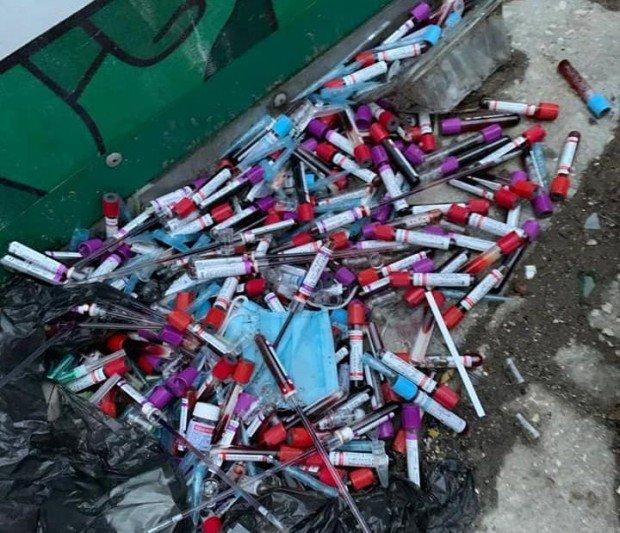 ЗАРАЗА: Изхвърлиха десетки епруветки с кръвни проби до детска градина във Варна, прокуратурата търси виновника (СНИМКИ)