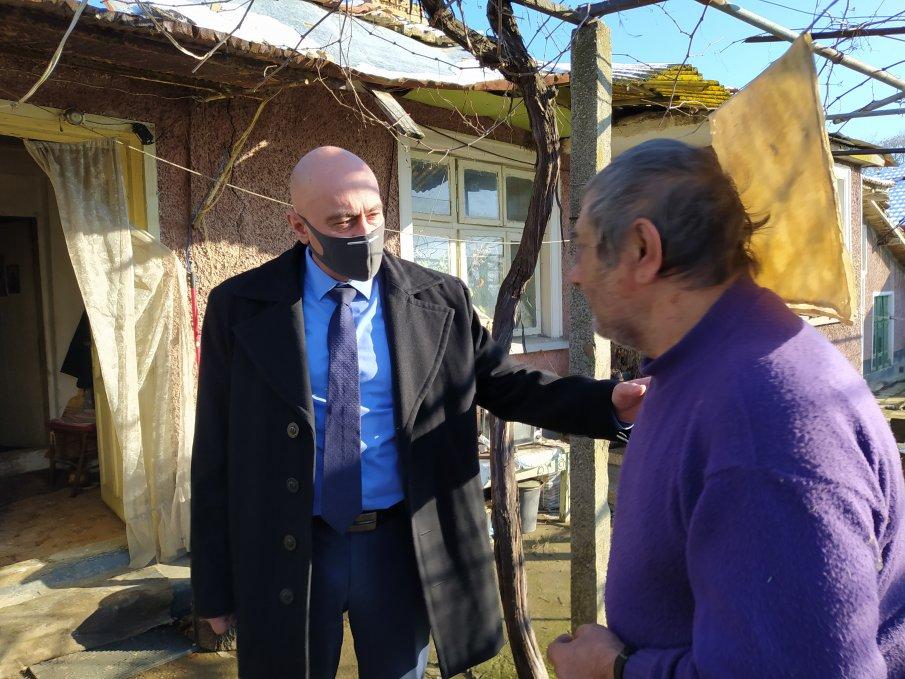 Шефът на МВР Шумен и окръжният прокурор посетиха ограбената 92-годишна жена