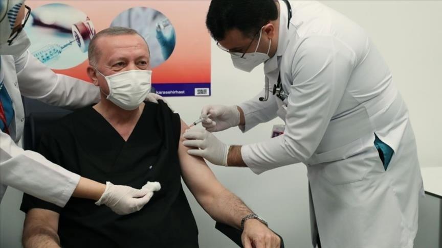 Ердоган си сложи китайска ваксина на живо (ВИДЕО)