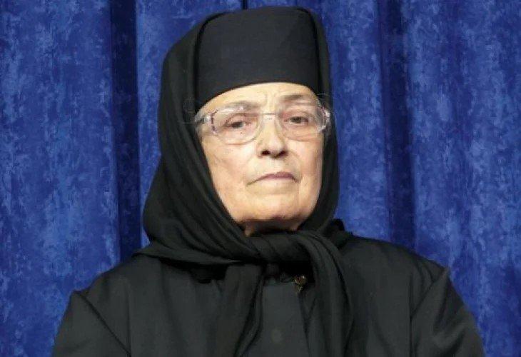 ТЪЖНА ВЕСТ: Почина игуменката на манастира в Калофер сестра Валентина